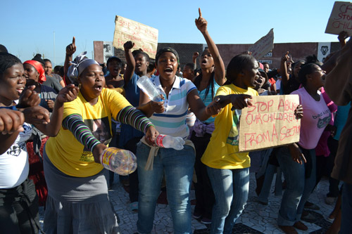 About 200 residents of Site C's A-Section in Khayelitsha marched to the Khayelitsha Magistrate's Court on Wednesday to support five people suspected of being involved in stoning a man to death after he murdered a child. Charges against the suspects were dropped. Photo: Nombulelo Damba/WCN