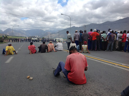 Home Affairs 'failing to protect migrant farmworkers'