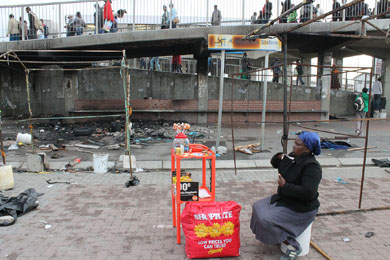 Metrorail burns down hawkers' stalls