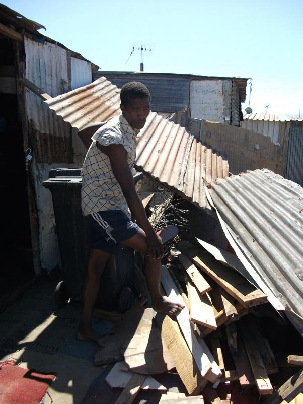 City tears down Khayelitsha shacks