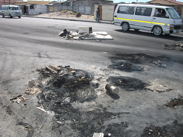 Khayelitsha residents protest over lack of electricity