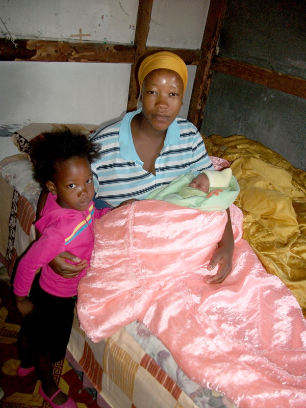 Woman gives birth at home as four-year-old daughter looks on