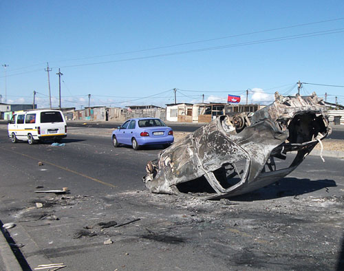 Gvt car burnt in construction jobs spat