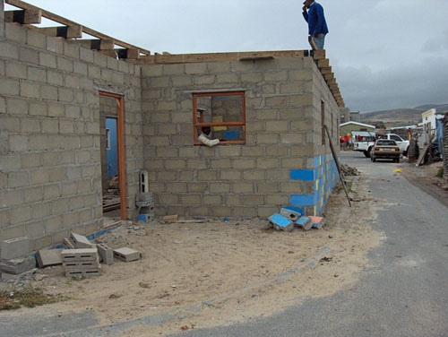 Extensions by RDP home owners onto pavements in Du Noon occur unchecked, with a ward councillor saying about 80% of pavement space in Du Noon has been built on. Photo: Peter Luhanga/WCN