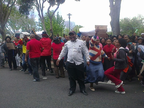 Residents demonstrate against bail for suspected cop killer