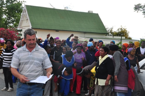 Striking Sotho farm workers arrested in De Doorns