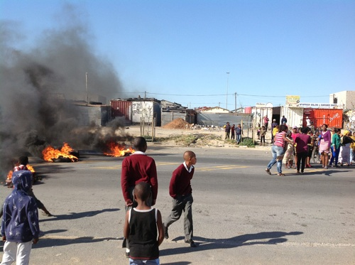 Joe Slovo residents blockaded Freedom Way with burning tyres on Tuesday and today in protest against the City's Anti-Land Invasion Unit's intention to demolish illegal structures in the township. Photo: Peter Luhanga/WCN