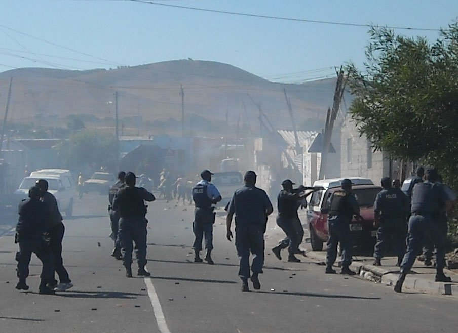 Widespread taxi violence hits Cape Town, Somali shops looted