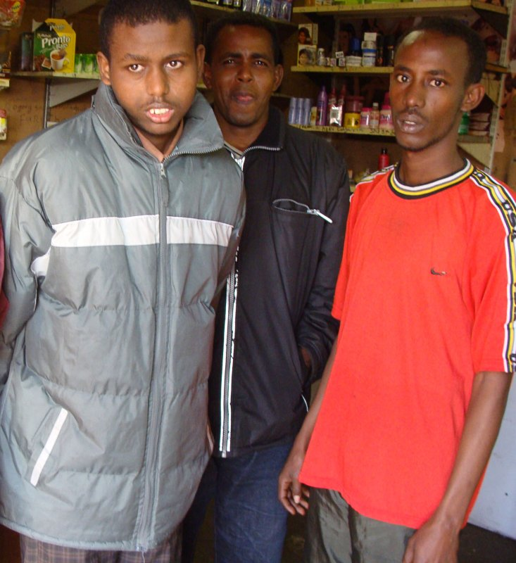 Police arrested for theft from Somali shop