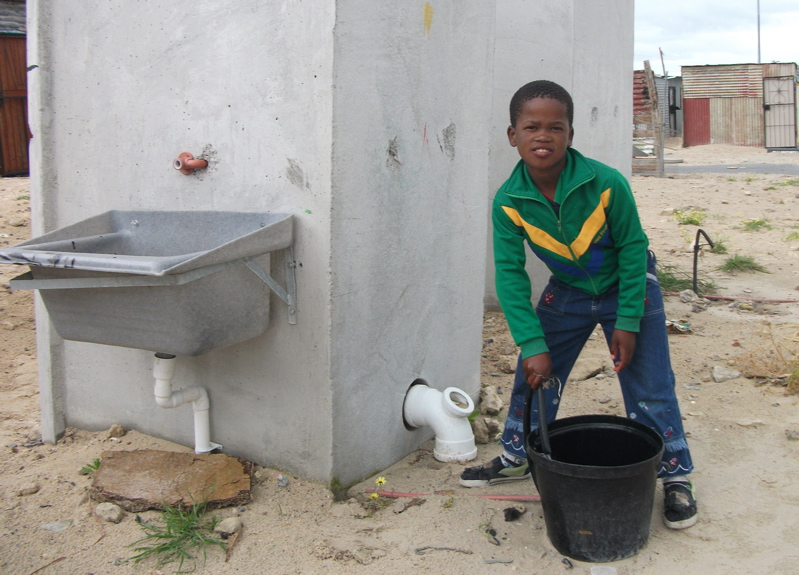 No taps and blocked toilets in Khayelitsha's new Zwelitsha settlement