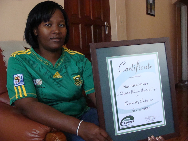 Khayelitsha woman wins award for keeping streets clean