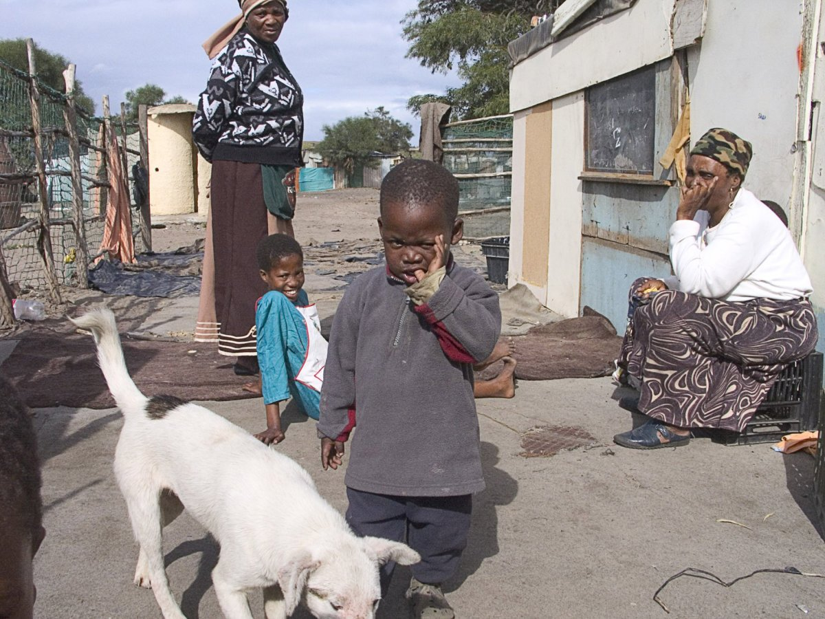Residents of Frankdale informal settlement, home to about 1,000 people and scattered around the margins of the Vissershok landfill site north of Cape Town, complain they have been bypassed by the 2009 election campaign. Photo: Peter Luhanga/WCN