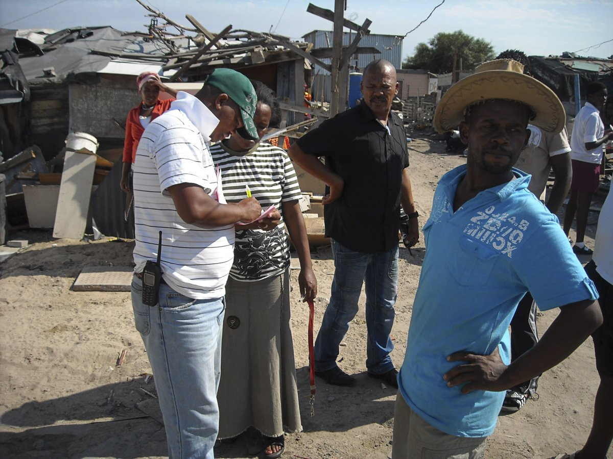 Shack dwellers told to rebuild on old sites