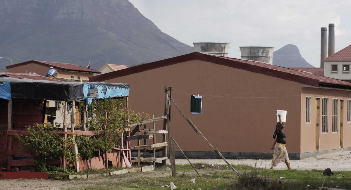 Housing pressure cooker builds in Western Cape