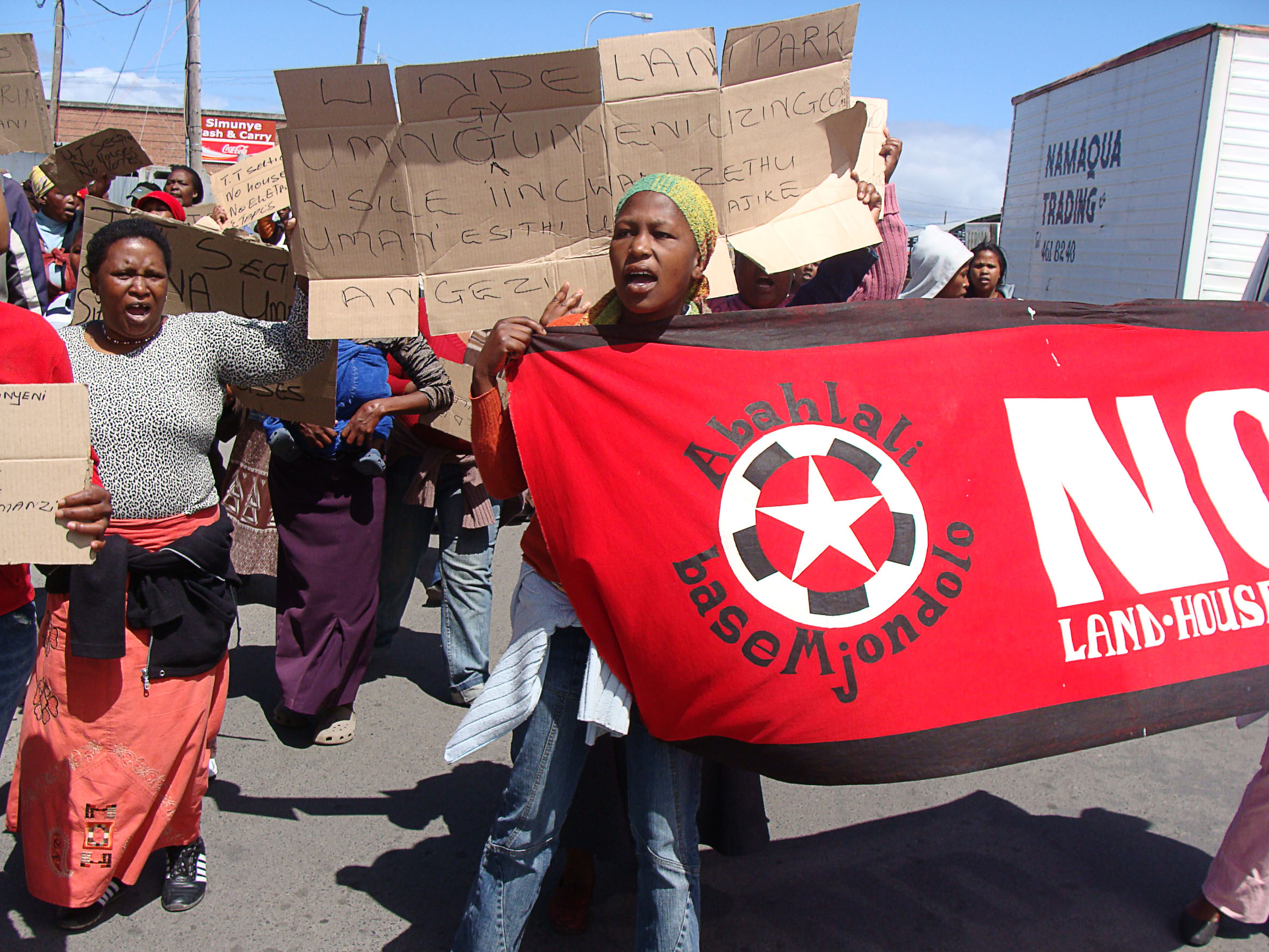About 300 shack dwellers marched to the Ilitha Park local government offices on Wednesday to demand security of tenure and service delivery. Photo: Brenda Nkuna/WCN